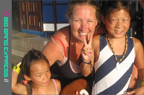 Rianne Zandstra met haar twee geadopteerde dochters